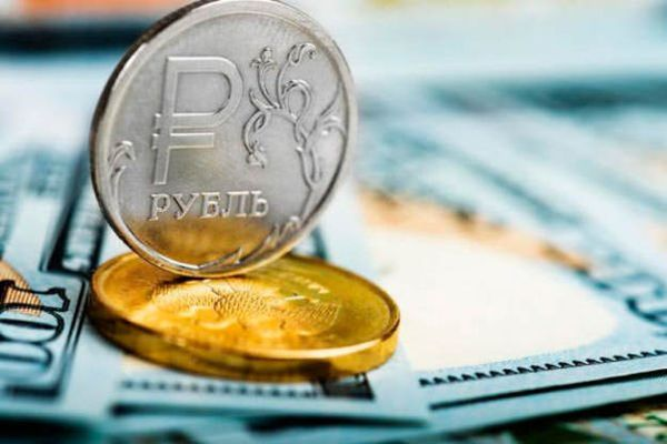 Рубль придавила риторика Байдена и санкционные риски