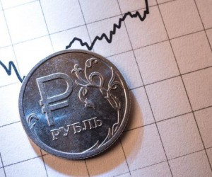 Курс доллара пробивает ключевой уровень, рубль на грани обвала