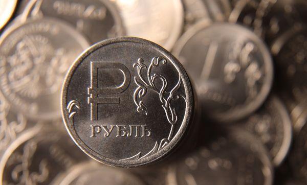 Рубль готовится к обвалу, на пороге санкции