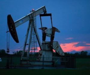 Курс нефти рискует рухнуть под отметку $62 стали