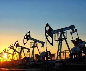 Курс нефти Brent стабилизировался выше отметки $63 за