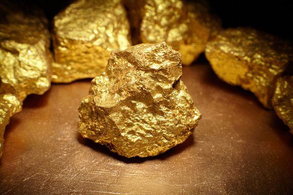 Цена золота под давлением. ФРС повысит ставку чтобы не допустить перегрева экономики