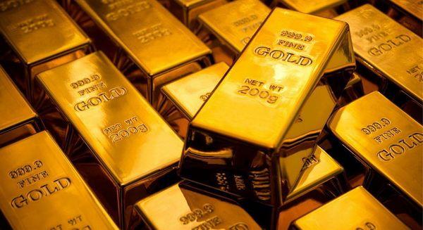 Золото вырвалось из диапазона благодаря слабости доллара
