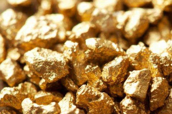 Золото привлекает покупателей на фоне кризиса криптовалют