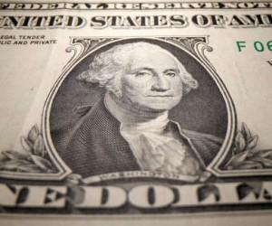 Рубль просел на 0.32% против доллара США