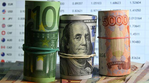 Чем грозит сезон отпусков для евро и акций