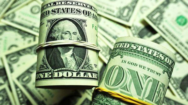 Доллар стабилен в конце удачной недели