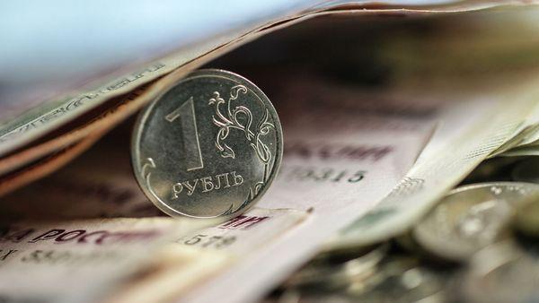 Рубль подешевел на разговорах о новом пакете санкций