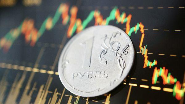 Рубль продолжает отыгрывать падение
