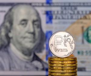 Рубль подешевел к доллару США на фоне его резкого