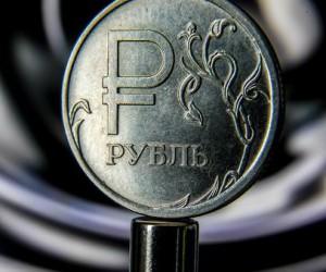 Рубль испугался санкций а доллар замер в ожидании