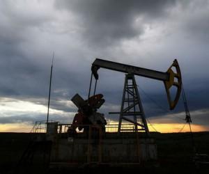 Нефть все еще поддерживает рубль