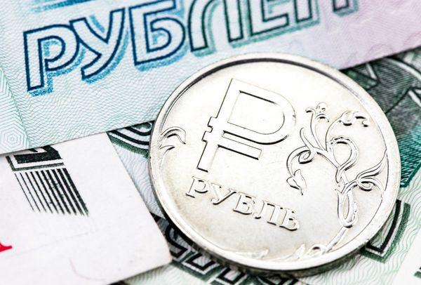 Позиция рубля ухудшились на фоне укрепления доллара США