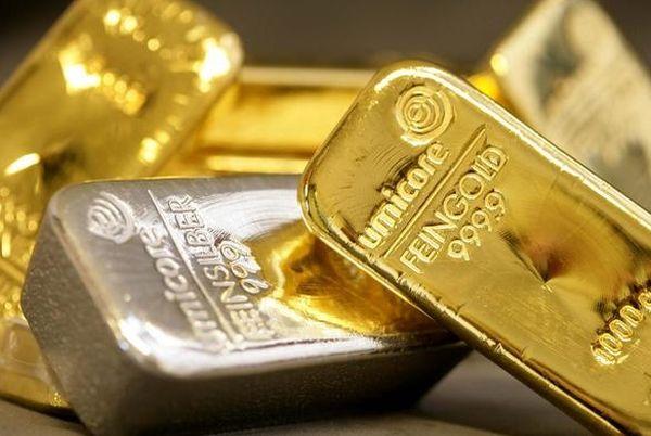 Курс золота упал к отметке $1750 под давлением сильного доллара