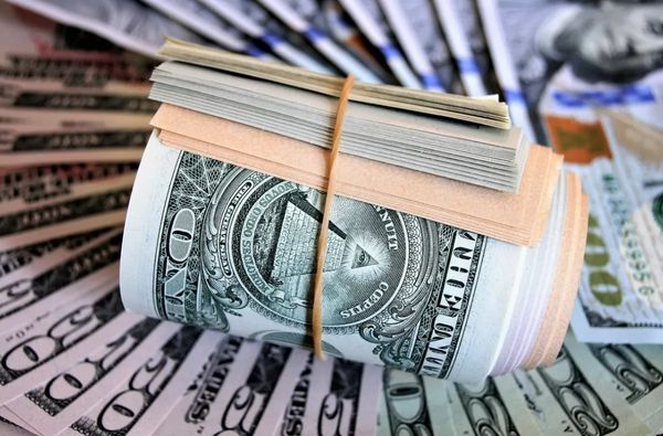 Доллар ухватился за поддержку 73 рубля и отскочил