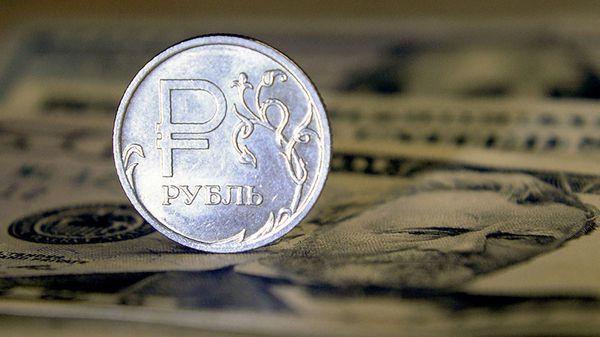 Июль и август будут непростыми для рубля