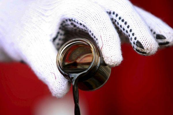 Курс нефти падает опасаясь избытка предложения со стороны США и ОПЕК+