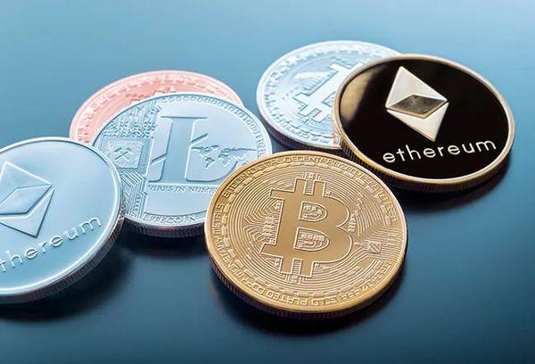 Курсы криптовалют ушли в пике следом за биткоином