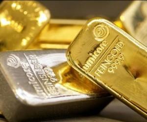 Курс золота упал к отметке $1750 под давлением