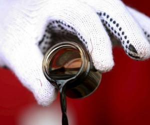 Курс нефти падает опасаясь избытка предложения со