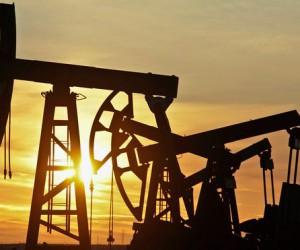 Курс нефти сползает все ниже, Brent подешевела более