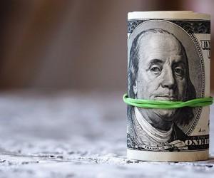 Курс доллара поднялся к трехмесячным максимумам