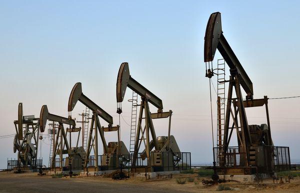 Курс нефти ускорил падение пробивая важный уровень 67$