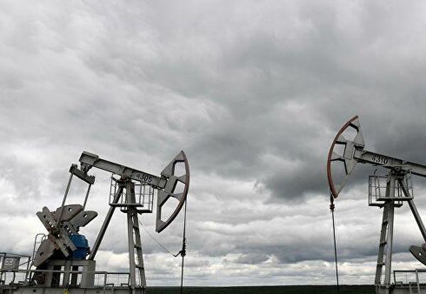 Курс нефти восстанавливается после провала на 13% в четверг