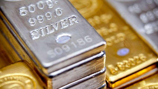 Курс золота оказался между двух огней