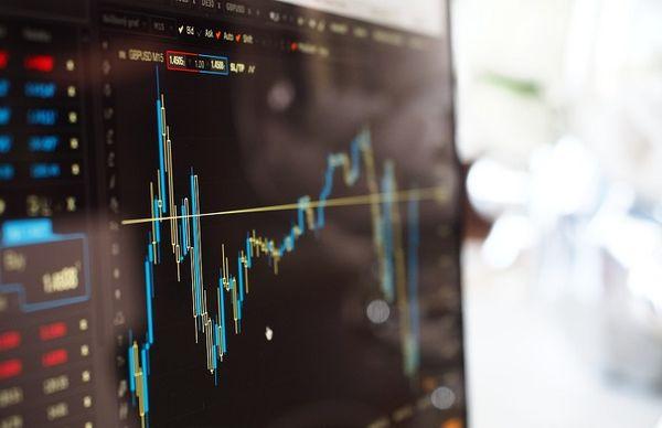 Мировые фондовые рынки проводят торги в умеренном негативе