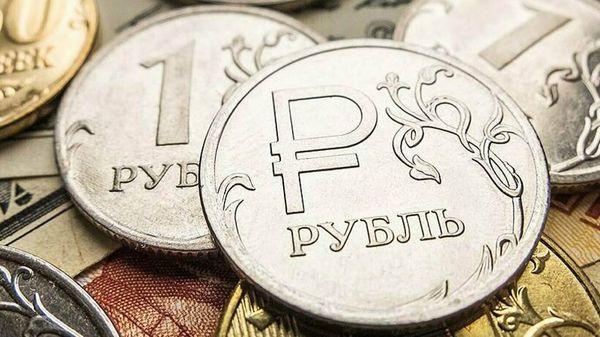 Рубль укрепился на торгах в пятницу, почему доллар сегодня продают