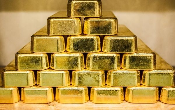 Золото растет вторую неделю и подходит к уровню 1830$
