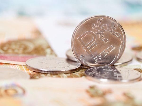 Курс рубля продолжает наступление и вплотную подошел к отметке 73