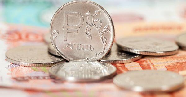 Рубль дешевеет к доллару преодолев отметку 73