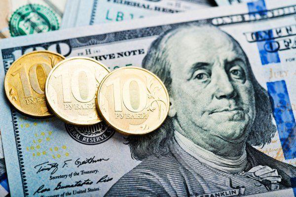Рубль во власти доллара начавшего неделю сильнейшим рывком вверх