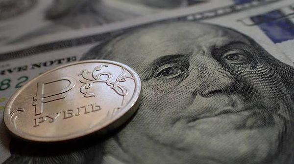 Рубль укрепился сегодня, отправив доллар к минимумам конца июня