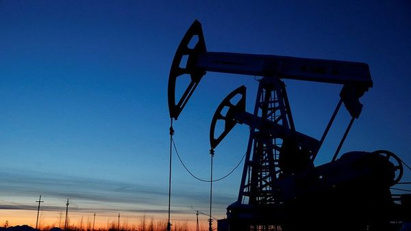 Курс нефти пострадал от сильного доллара в моменте опускаясь ниже 74$