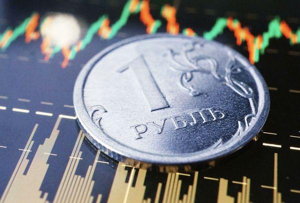 Курс рубля укрепляется на волне нефтяного оптимизма