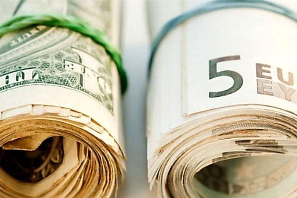 Доллар остается фаворитом роста среди мировых валют