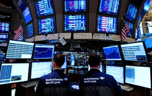 Фондовый рынок США снижается после скачка доходности трежерис