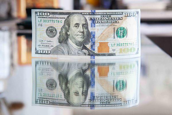 Доллар выходит в область многомесячных максимумов