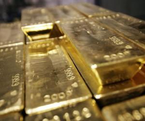 Курс золота держится вблизи отметки 1800$ но акции