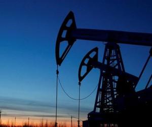 Курс нефти пострадал от сильного доллара в моменте