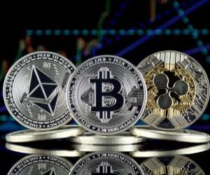 Криптовалюты к середине дня отвоевали потери