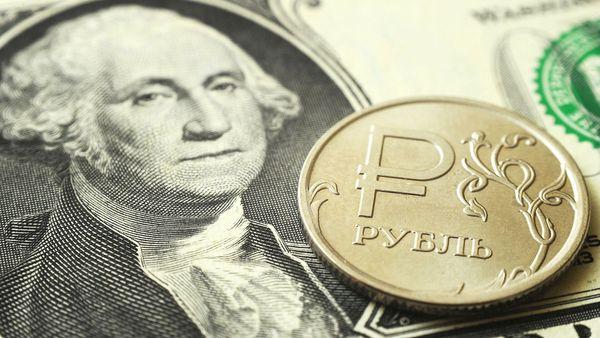 Рубль обновил максимумы середины июня в паре с олларом