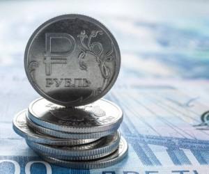 Рубль достиг максимумов года отправив доллар к отметке