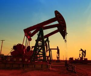Курс нефти остается вблизи трехлетних максимумов на