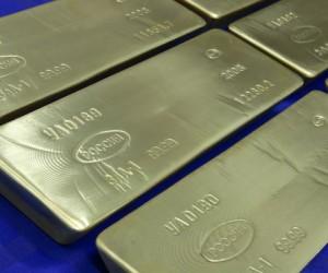 Курс золота и серебра растет на страхах, что