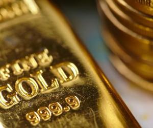 Курс золота растет пятый день и готов сломить натиск