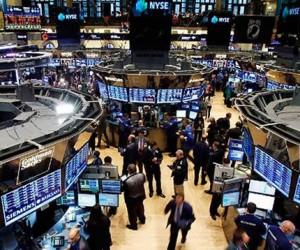 Фондовый рынок США отступил от готовых максимумов